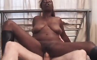 No one rides cock like chunky busty chocolate cowgirl Ms Paris