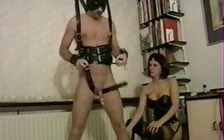 Vintage Femdom - La Maitresse Donneuse (26-09-1976)