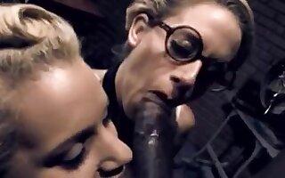 En chaleur blonde, grosse bite xxx video